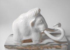 Mammutelfenbeinschnitzerei.jpg